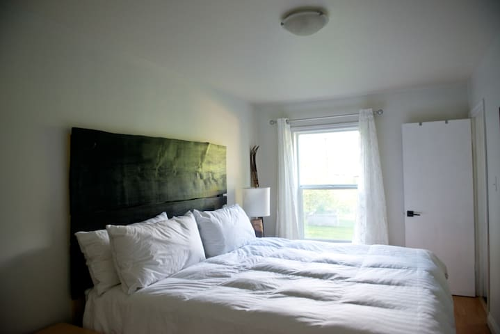 King sized bed with a mountain view!