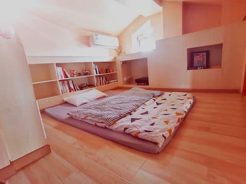 上地路/中关村软件园/近地铁/顶层私享阁楼大床独立空间(爱看书的房客欢迎入住)