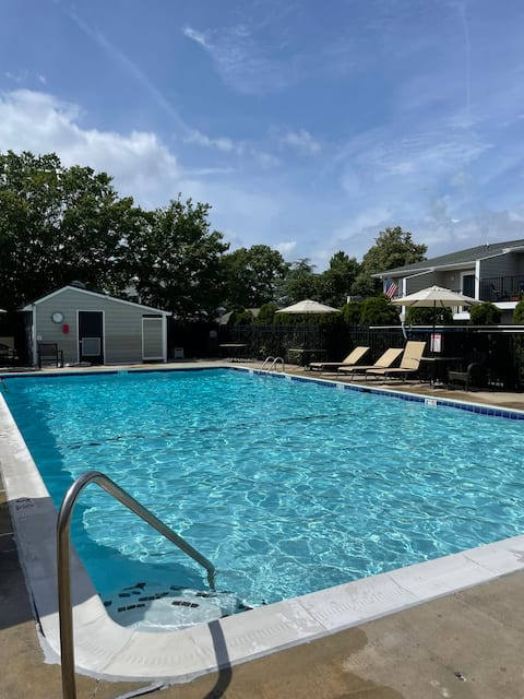 IN TOWN Rehoboth Townhome w Pool! 3 blks to beach