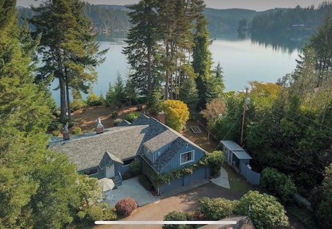 Paul and Ali's Lakefront Retreat-3 bed, 2 bath