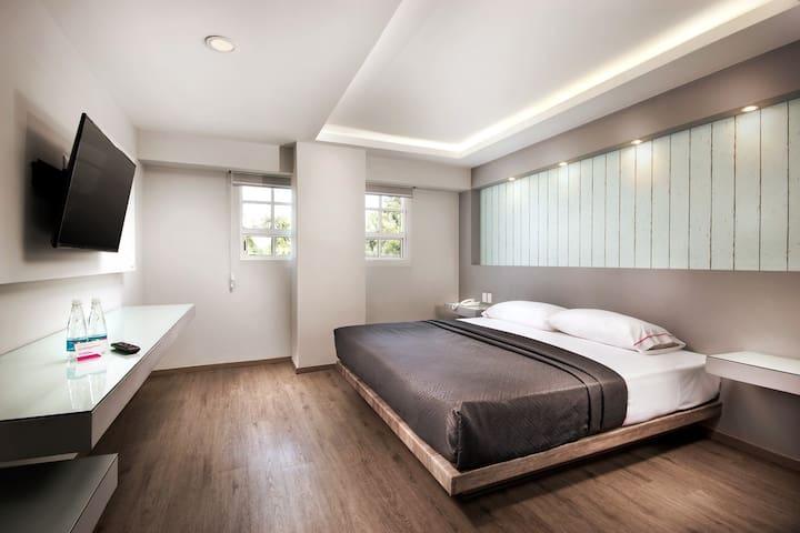 Nuestras habitaciones sencillas cuentan con camas Queen Size, con las amenidades necesarias para poder disfrutar de tu estancia al máximo