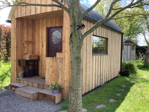 Wren's Nest off-grid nature cabin