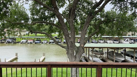 Waterfront Lake House on Beacon Bay. Brand New!