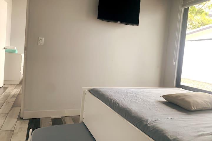 Double size bed and single size bed on our second room, FULL HD TV, Air Conditioning. / Habitacion secundaria, cama tamaño doble y cama individual. TELEVISOR FULL HD. Aire Acondicionado