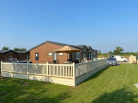 Luxurious Lodge 2 / 3 bed With Hot-Tub. Near York