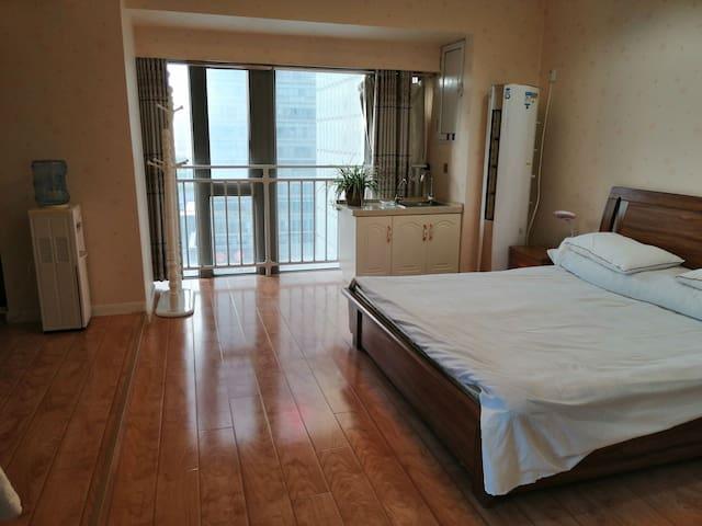2.2的大床,纯棉被套立式空调,净水器和饮水机