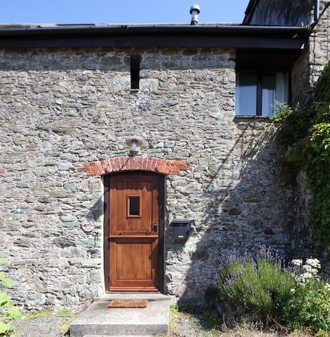 NEW: 2 Bedroom stone cottage - Sleeps 4
