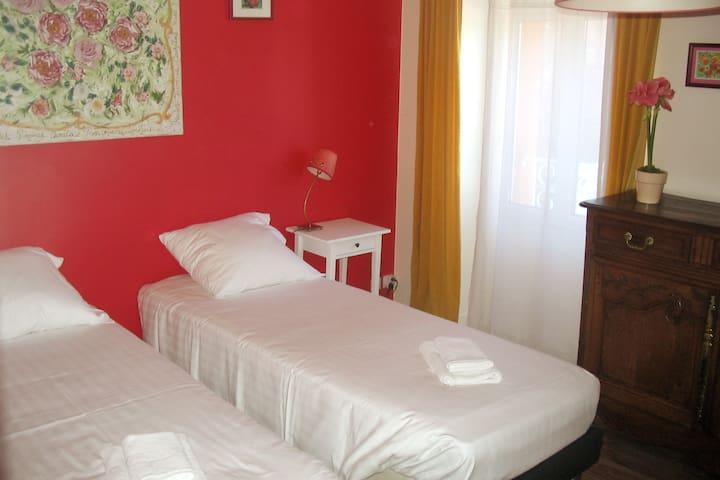 Chambre 2 - 2 lits jumeaux avec possibilité de les rassembler pour faire un grand lit de 160