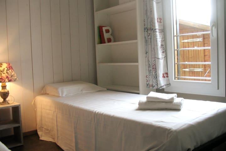 Chambre avec 2 lits et possibilité de les réunir pour en faire un grand lit