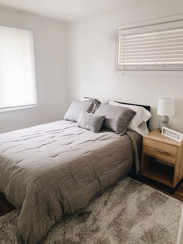 Second bedroom with full size bed.