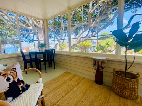 Endless Summer! Cheerful Updated Two- bedroom