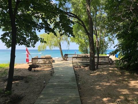 Bright's Grove Beach House – Lake Huron Waterfront