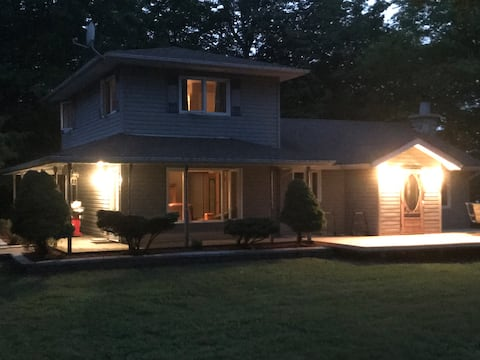 Beautiful Lake Front Cottage for 10 - Manitoulin