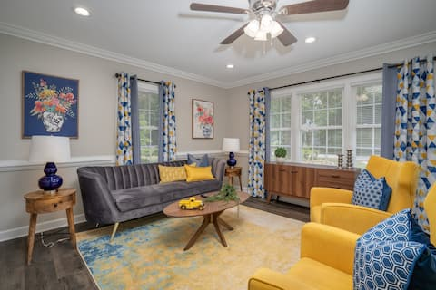 Modern Home In PRIME location - King Bed/ Spacious