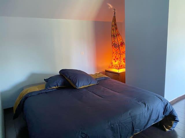 Chambre 4 à l'étage avec lit 160 cm