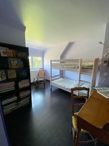 Chambre 3 à l'étage avec lits superposés