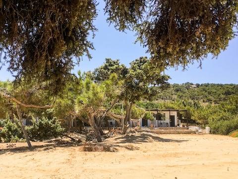Studio 6 in Sarakiniko Beach with Great Wifi