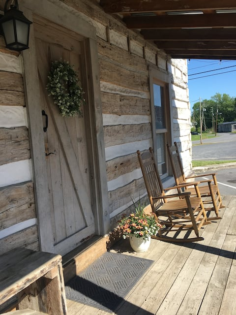Original log cabin in the heart of town