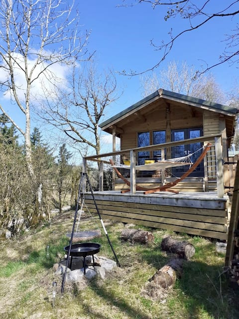 Sycamore Cabin at Bramblewoods with woodland views