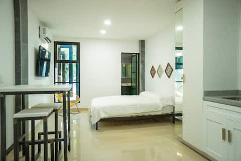 Num 1 Lovely Brand new Private 1-Bed Loft w/Pool