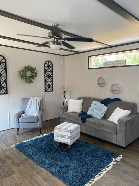 New Braunfels cozy family home with outdoor decks