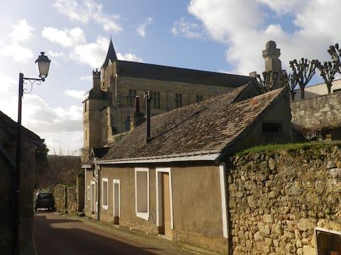 maison de pays  au pied du château  XII siècle