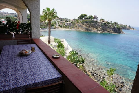 Etna view villa with private access to the sea