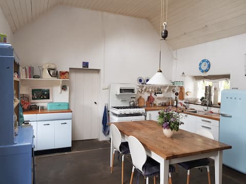 Lovely bright cottage just off Wild Atlantic Way