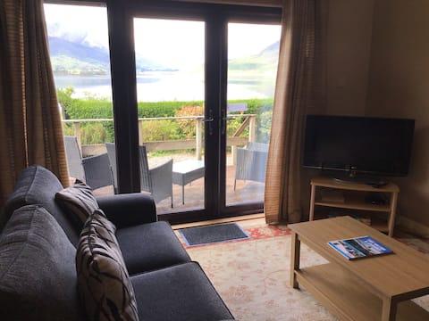 One Bedroomed Lochside Cottage