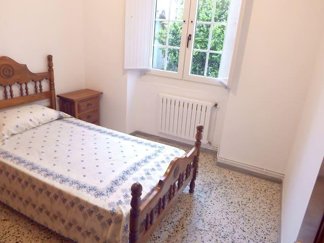 Habitación 4, cama 90 cm.