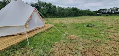 Poppy Bell Tent Stay at small Devon farm