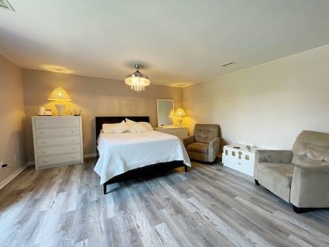 Tranquil Waterfront Suite in Avon Village