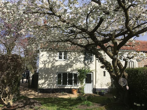 Delightful 'Corrie Cottage' in rural mid-Norfolk