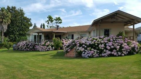 Excelente casa na margem do Lago Rapel, quadra de tênis