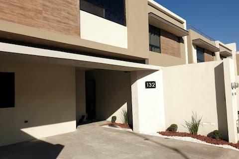 Amplia Casa en Apodaca, Zona Aeropuerto de Mty