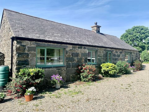 Traditional Welsh Stone 2 Bedroom  Cottage