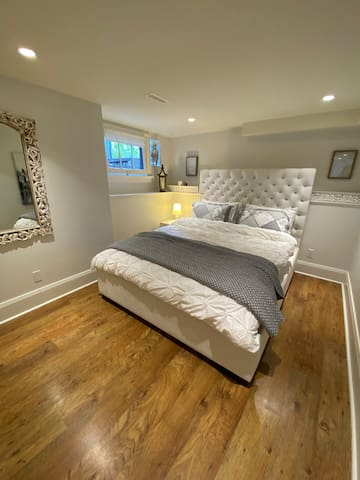 Queen bed with pillow top Beauty Rest mattress and high quality linen