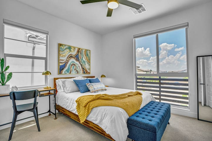 Queen 2. Cool pima cotton linens-680 thread count, designated workspace, reach in closet with hangers and luggage rack, and room darkening shades.