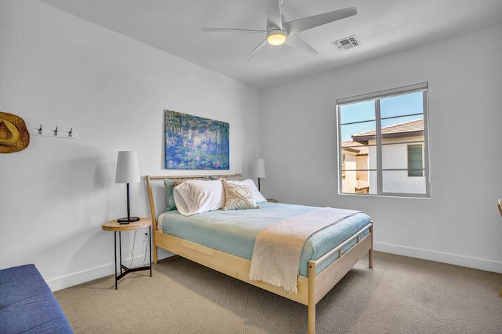 Queen 1. Cool pima cotton linens-680 thread count, designated work space, room darkening shades, and reach in closet with hangers and luggage rack.