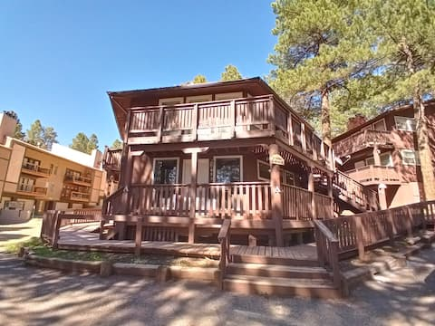 Venture Out!! 2-bedroom condo with kayak rental!