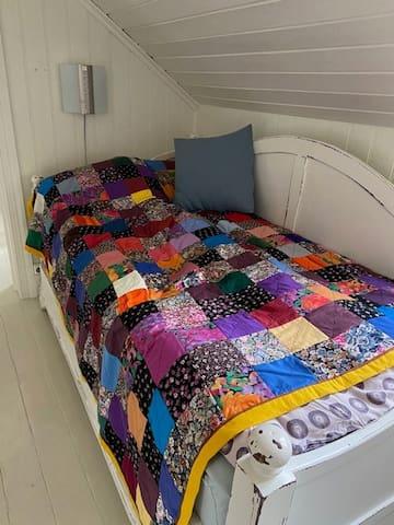 Det lille soverom i 2. etasje  (skyvedør mellom lite og stort soverom).