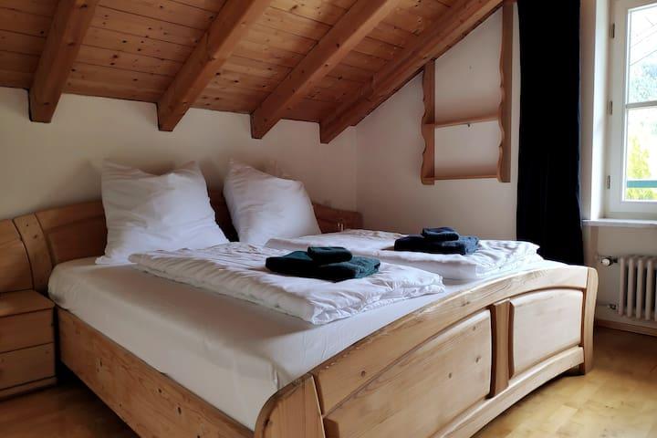 Schlafzimmer Nr.2 mit 1.80x2.00m Bett