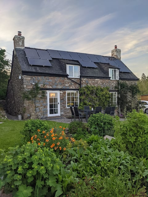 """Totally renovated Welsh cottage """"away from it all"""""""