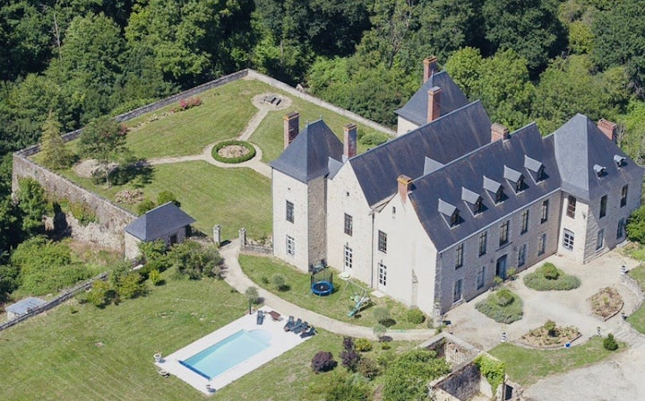 Elegant private castle with pool, tenniscourt