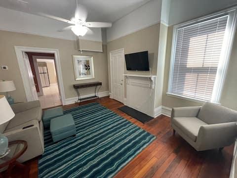 Historic 2nd Flr Two Bedroom @ Navicent & Mercer