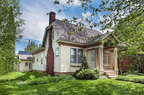 Comfy Homebase for your Upper Peninsula Getaway