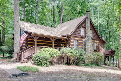 2/2 Lake Lanier Cabin with Jacuzzi!