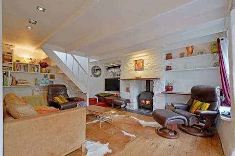 Cosy Cornish Cottage with Endless Character