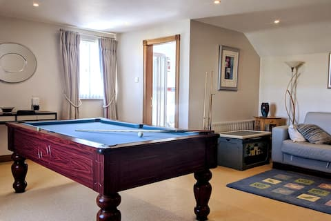 Ideal family holiday home from home with pool room