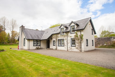 Charming 4-Bed Cottage with Large, Private Gardens